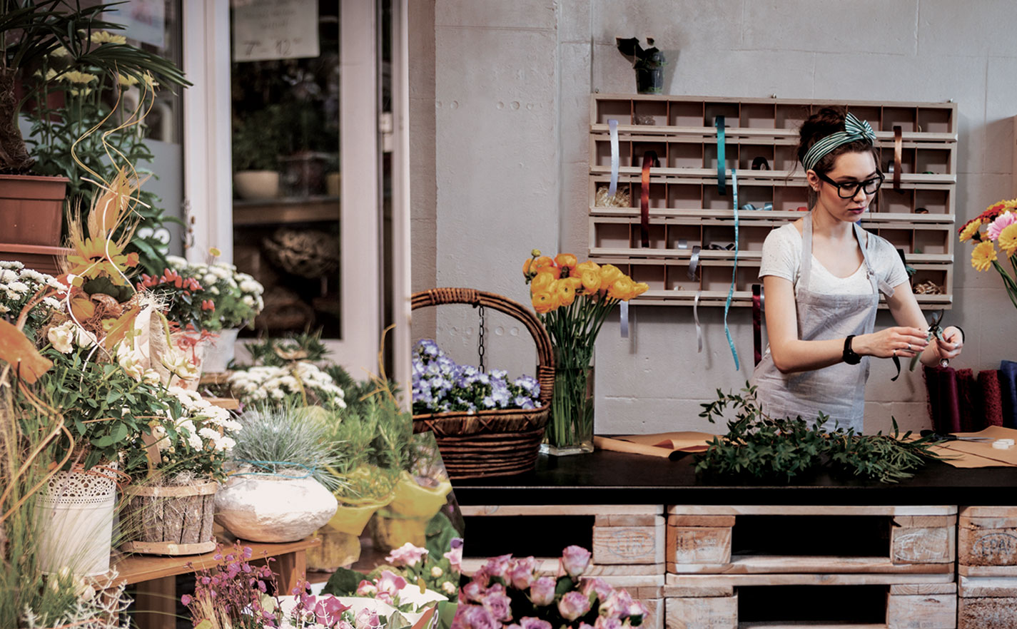 Merchants like flowershops use the eDynamo mobile card reader for MSR and EMV transactions